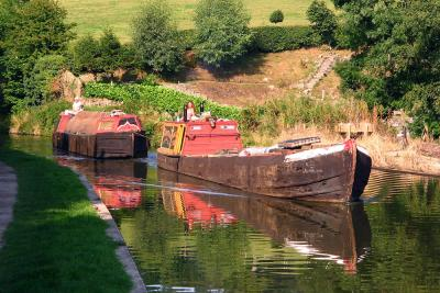 Working_canal_boats_convert_20160720093949.jpg