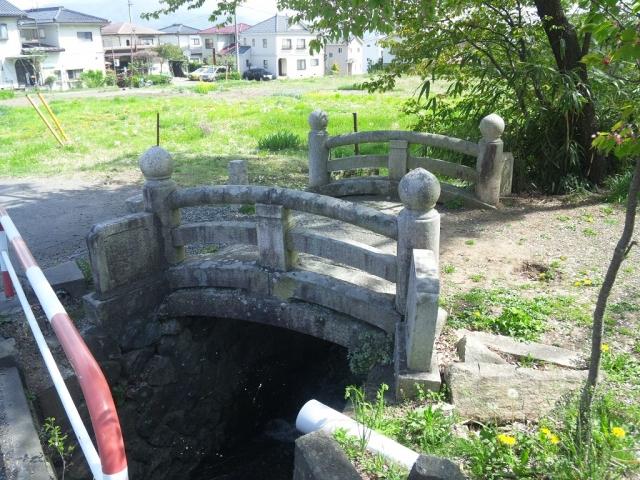 岡田神社の石橋 (3)