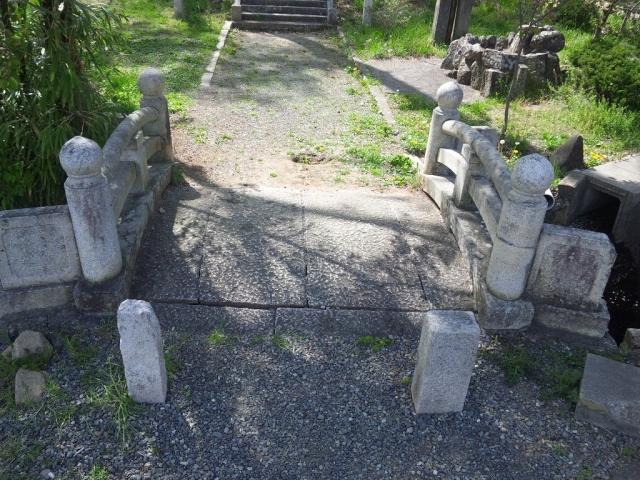 岡田神社の石橋 (4)