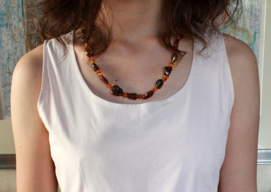 amber_necklace_worn_800.jpg