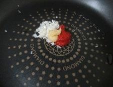 キャベツとエノキの肉味噌炒め 調理①
