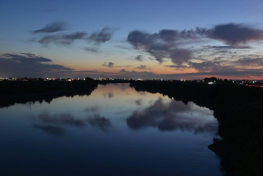 橋からの夕暮れ-2