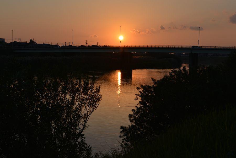 河の夕日-2