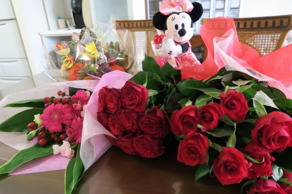 花束とミッキーマウス