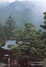 中禅寺門と境内