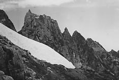 剣岳長次郎雪渓上部八峰