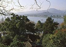西湖蘇堤と天竺南峰の山々