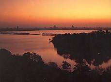 西湖夜明け白堤と孤山