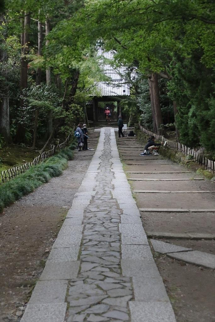 美しい石畳の参道