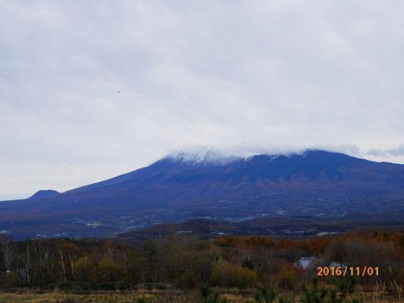 浅間山に初冠雪 11/1