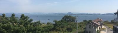 穏やかな琵琶湖南湖下物〜志那沖 今日は沖で釣りをしてるボートが多いですね(10月30日11時30分頃)