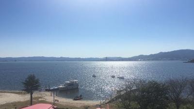 快晴の琵琶湖南湖ホテル井筒沖 天気はいいけどボートは少ないですね(11月2日11時30分頃)