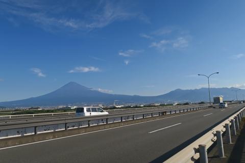 02富士川の富士山と愛鷹山