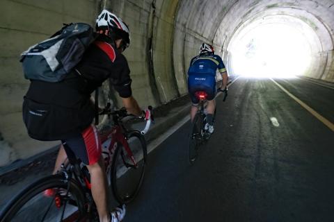 29本栖みちトンネル
