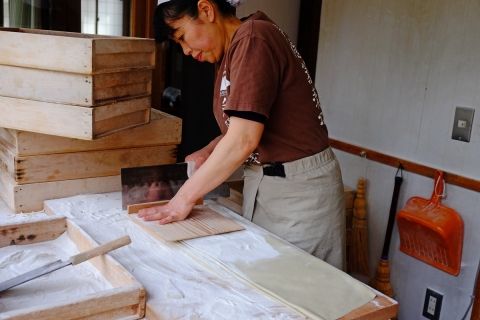 34戸隠神社中社蕎麦つくり