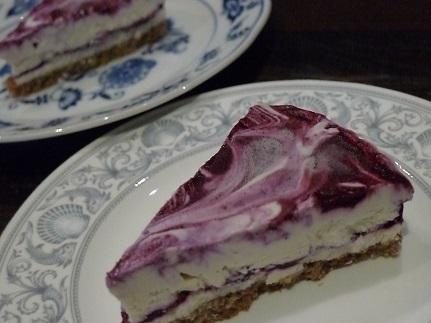 ブルーベリーチーズケーキカット