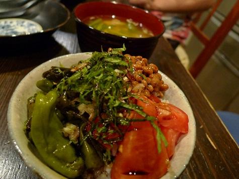 夏の納豆丼