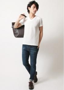 白 VネックTシャツ