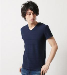 ネイビーのTシャツ 夏