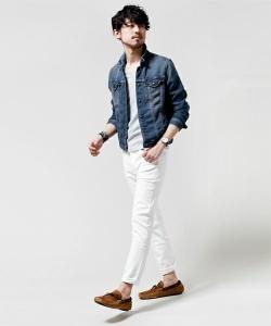 Gジャン×白のジョガーパンツ