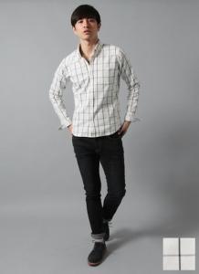 黒のデニム×チェックシャツ