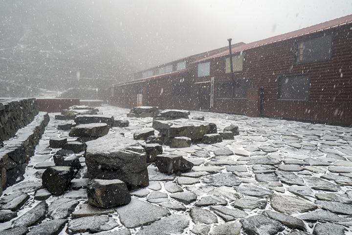 161028 山荘雪降り