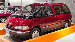 1990_Toyota_Estima_01.jpg
