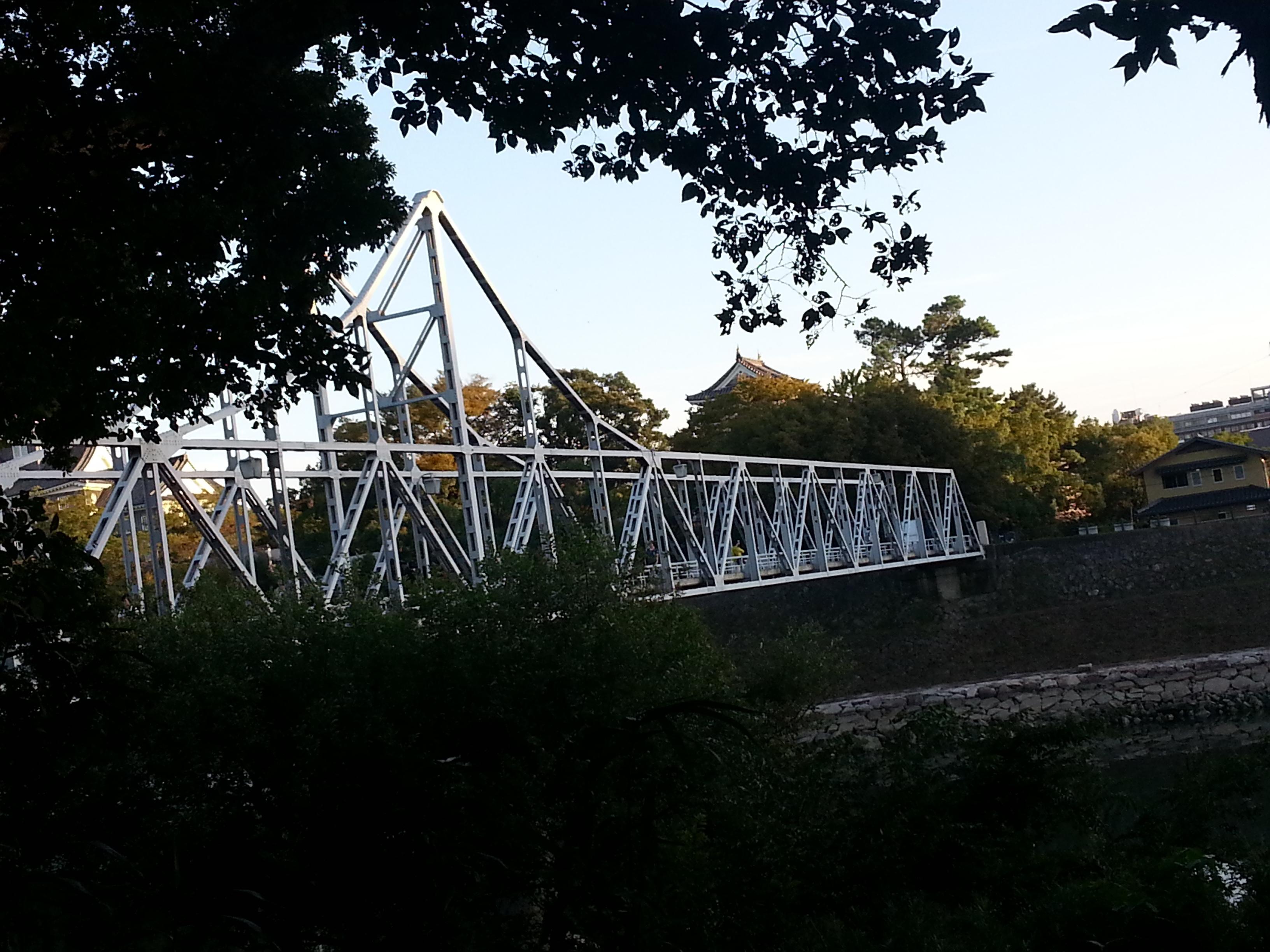 月見橋から岡山城
