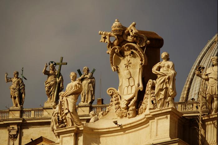 サンピエトロ大聖堂 外観 屋根 キリスト 201603