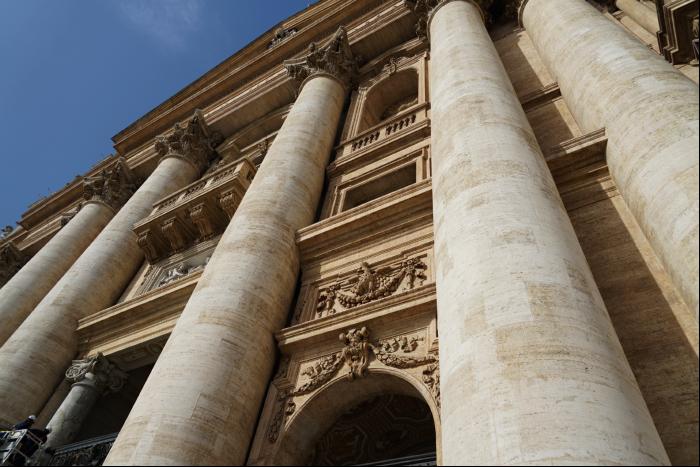 サンピエトロ大聖堂 外観 入口 201603