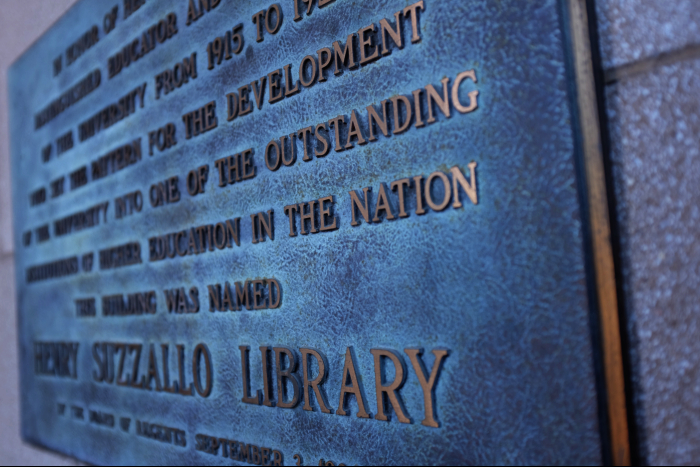 シアトル ワシントン大学 図書館 入口銅板 201608