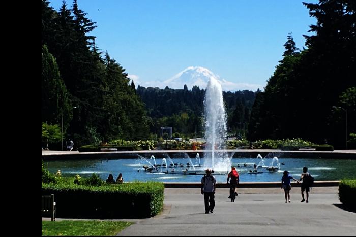 シアトル ワシントン大学 キャンパス 噴水周り マウント レーニア 1 201608