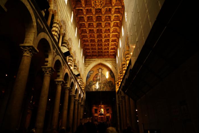 ピサ大聖堂 身廊 後塵 ガリレオ 振り子の法則のランプ 201603