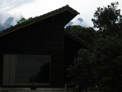 160405-5=枕流庵前庭とモ岳fm前庭