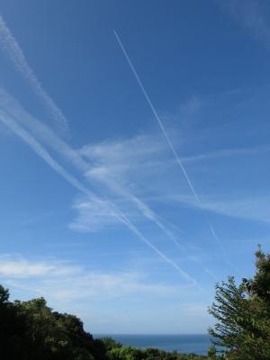 160724-11=前庭海と飛行機雲