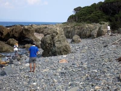 160910-204=石探し中 aNGM浜