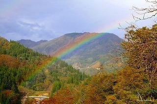 中谷さんの友達、高田さんの写真、「ひとときの虹」利賀で写す。