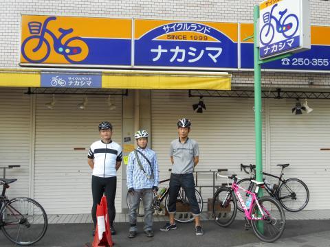 店の前にて・・・