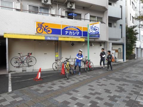 店の前に、集合・・・