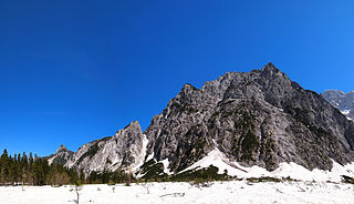 320px-Julian_Alps_-_mountain4.jpg