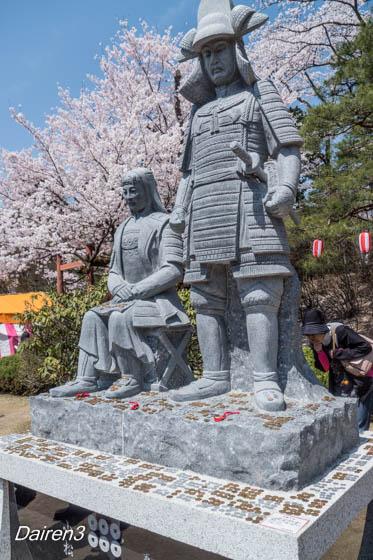 沼田城址公園の真田信幸・小松姫像