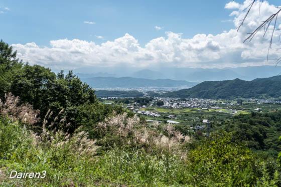 真田本城跡から上田城方向を望む
