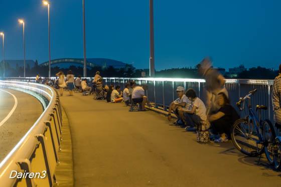 新阪東橋上の花火見物