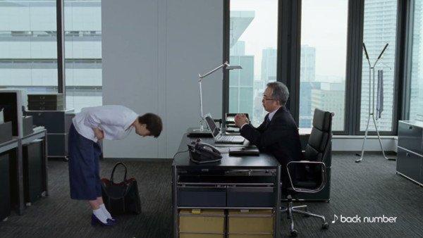大塚製薬・ポカリスエット イオンウォーターのCMで女性のお辞儀の仕方がおかしい?ネットで指摘相次ぐ