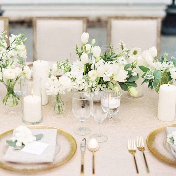 25-classic-all-white-tablescape-with-gold-touches.jpg