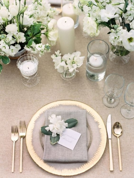 26-grey-white-and-gold-table-setting-with-white-florals.jpg