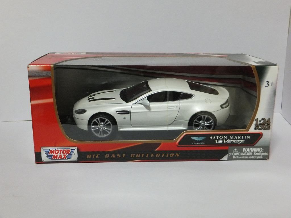 MotorMax ASTON MARTIN V12 VANTAGE WHITE 1//24 Diecast Car