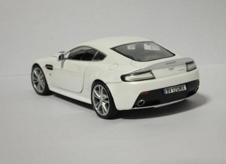 V12 Vantage (12)