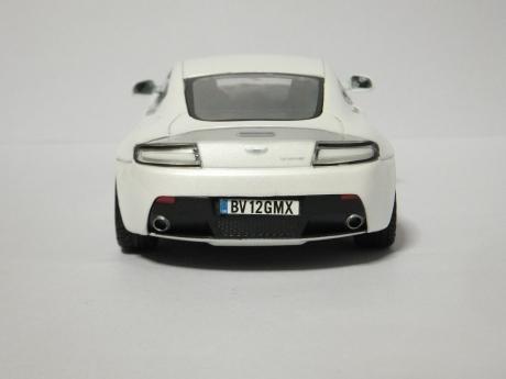 V12 Vantage (13)
