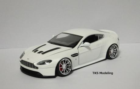 アストンマーティン V12 ヴァンテージ (8)